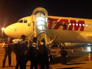 Passageiros aguardam voo para Brasília no Aeroporto de Viracopos, em Campinas (Foto: Silvana Gontijo)