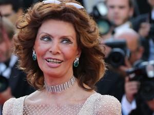 20/05 – A atriz italiana Sophia Loren chega à première do filme 'Deux jours, une nuit' no 67º Festival de Cannes (Foto: AFP Photo/Loic Venance)