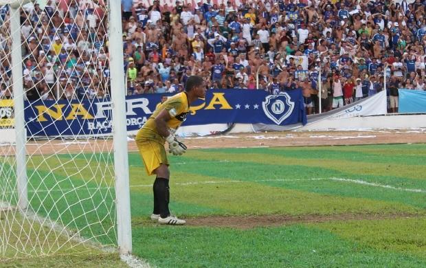 Luis Paulo goleiro fast (Foto: Adeilson Albuquerque)