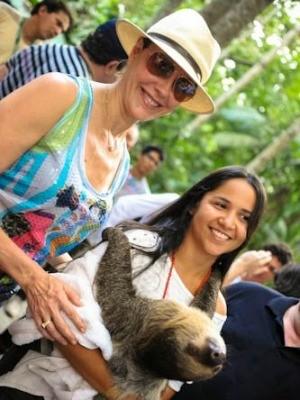 Christiane Torloni batizou preguiça real em Manaus (Foto: Divulgação/Amazonas Film Festival 2012)