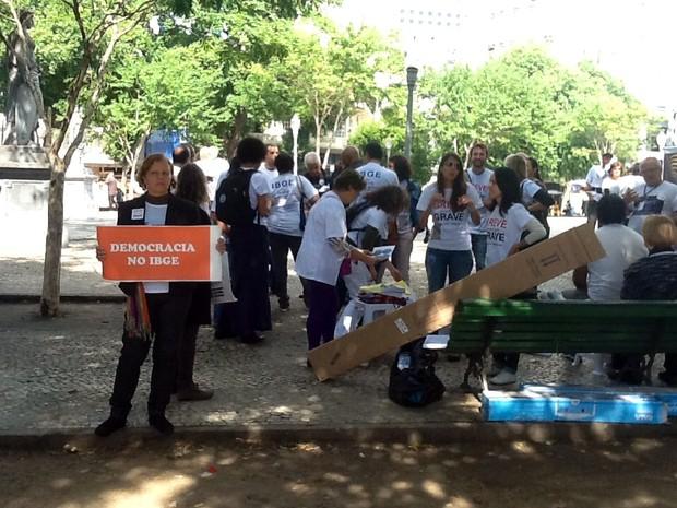 Funcionários do IBGE, em greve desde segunda-feira (26), fazem protesto no Rio (Foto: Cristiane Cardoso)