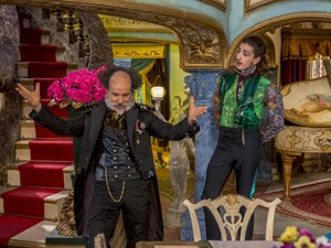 Epa e Ferdinando discutem sobre Gina