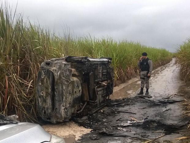 Polícia encontra carro queimado que pode ter sido utlizado no sequestro de mulheres  (Foto: Aquino Silva Júnior/Arquivo pessoal)