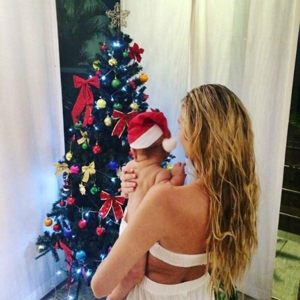 Candice Swanepoel e o pequeno Anacã (Foto: Reprodução/Instagram)