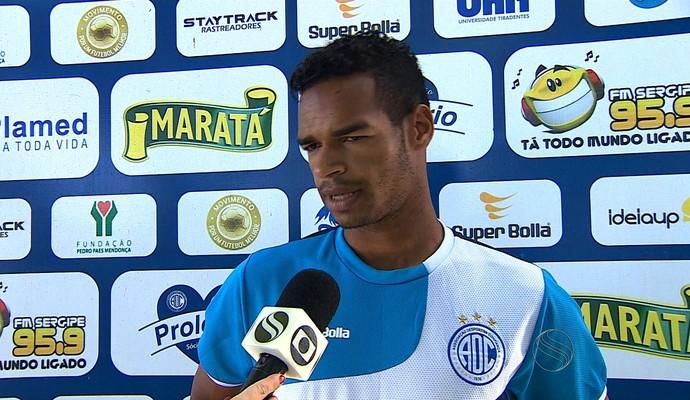 Valdo passa borracha em erro (Foto: Reprodução/TV Sergipe)
