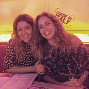 Daniela Mercury e a mulher, Malu Verçosa, em restaurante em Miami, nos Estados Unidos (Foto: Instagram/ Reprodução)