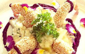 Camarão crocante com risoto de maçã e pera