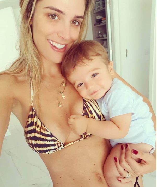 Rafa Brites exibe a barriga chapada em foto com o filho  (Foto: Reprodução/Instagram)