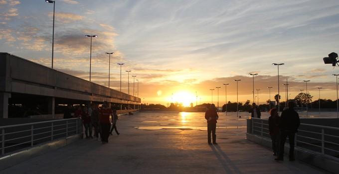 Edifício-garagem com direito a pôr do sol (Foto: Diego Guichard)