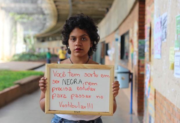 A UnB foi a primeira universidade federal a ter cotas raciais; estudantes cotistas, como Estefany Alves, dizem que sofrem e preconceito por causa disso (Foto: Divulgação/Lorena Monique dos Santos)