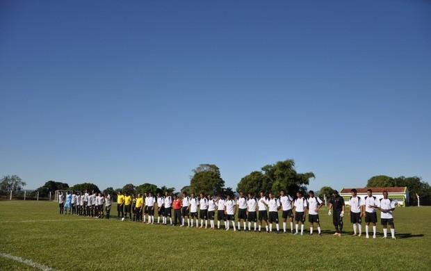 Novoperário sub-17 e seleção de Rio Negro perfilados para disputar amistoso (Foto: Divulgação/NOFC)