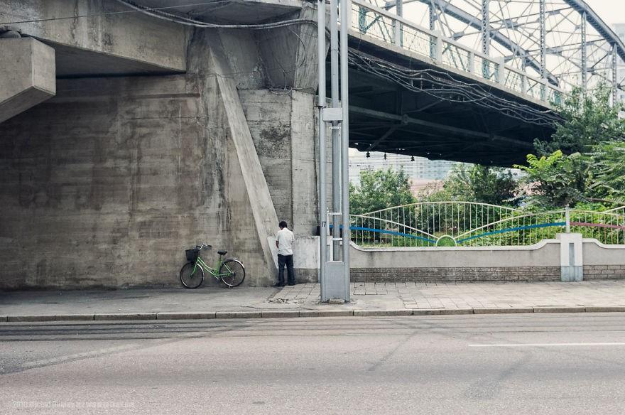 Cidades são muito limpas, mas, às vezes, cenas como essa são flagradas (Foto: Michal Huniewicz)