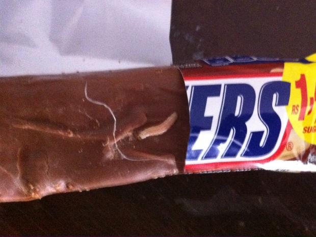 Jornalista encontrou larva em chocolate (Foto: Luiz Fernando Delgado/Divulgação)