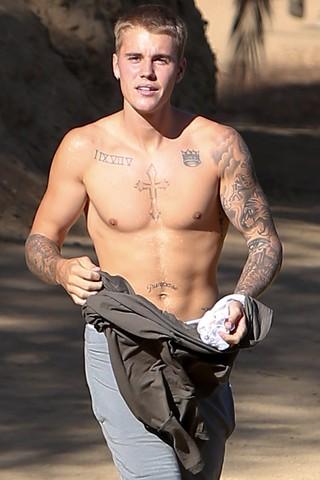 Justin Bieber se exercita em Los Angeles, nos Estados Unidos (Foto: AKM-GSI/ Agência)