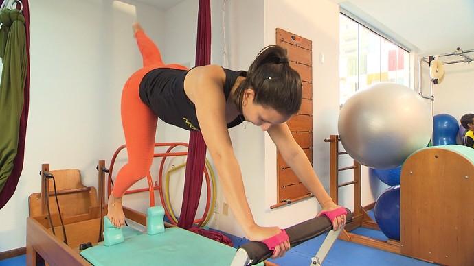 Neopilates mescla técnicas de ioga, pilates e artes circenses (Foto: TV Bahia)