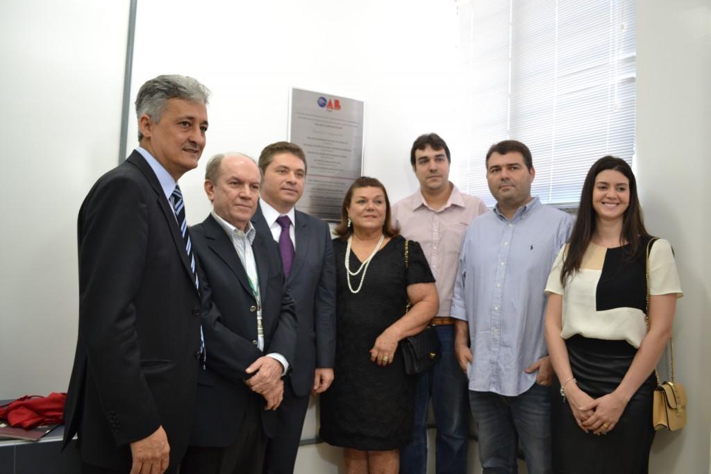 Evento reuniu familiares do homenageado, representantes da OAB-PI e gestores da faculdade (Foto: Uninovafapi)