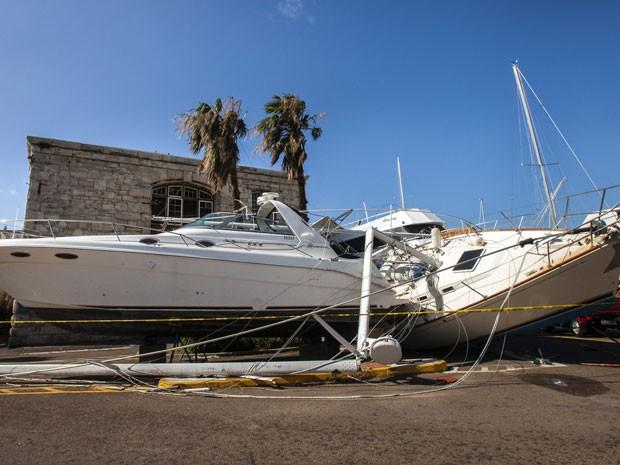 Barcos ficaram destruídos após a passagem do furacão Gonzalo pelas Bermudas (Foto: Reuters/Nichola Muirhead)