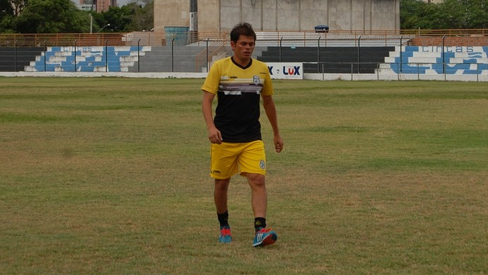 Júnior Xuxa, meia do Treze (Foto: Iago Bruno / GloboEsporte.com)