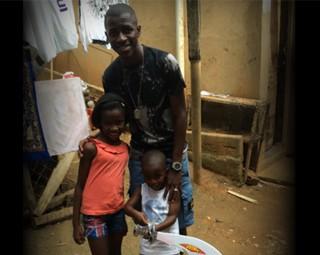 Ramires e seus filhos (Foto: Reprodução: Rio Sul Revista)