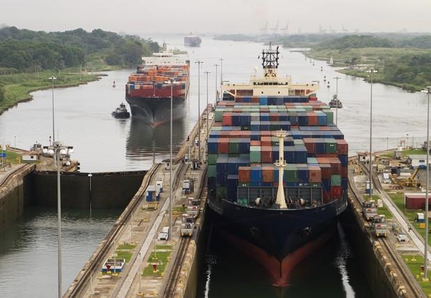 Navio passa pelo Canal do Panamá (Foto: Thinkstock)