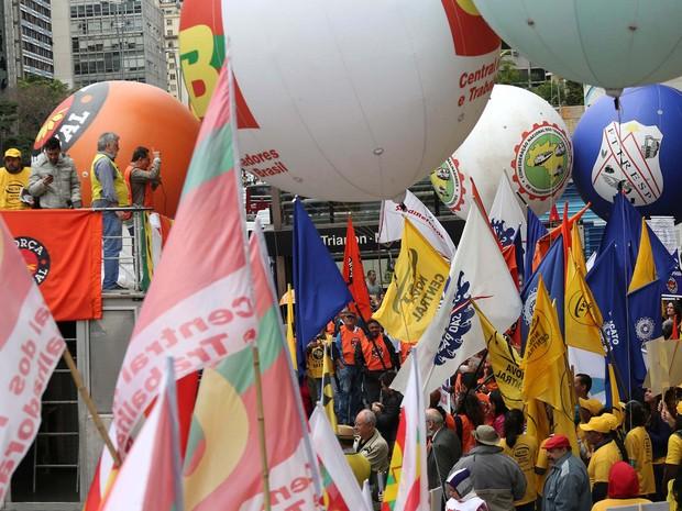 Centrais sindicais protestam na Avenida Paulista, em SP (Foto: Renato S. Cerqueira/Futura Press/Estadão Conteúdo)