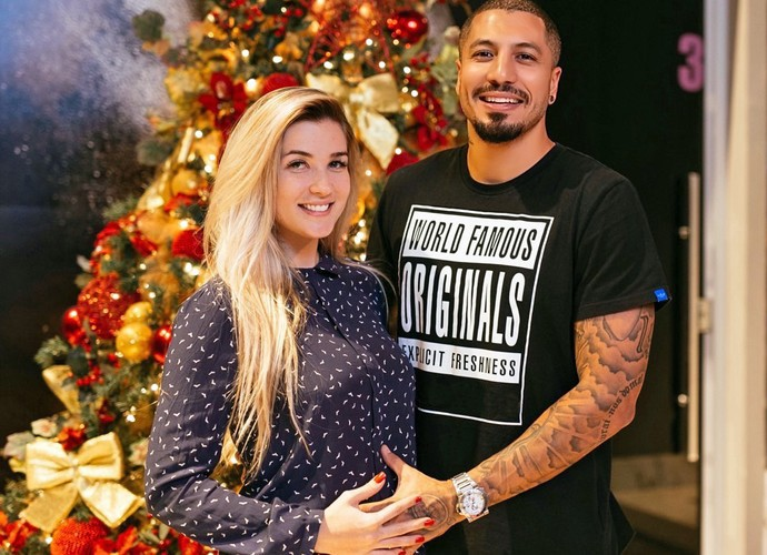 No clima natalino, casal #Ferline mostra alegria com a chegada do filho Lucca (Foto: Arquivo Pessoal)