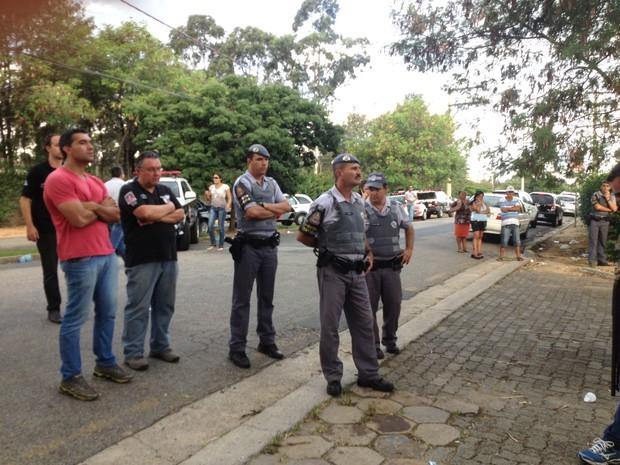 Grevistas entregam chaves de CDP para Polícia Civil alojar presos (Foto: Jéssica Pimentel/G1)