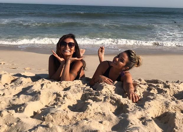 Carol Nakamura e a amiga Karina Aletto (Foto: Reprodução/Instagram)
