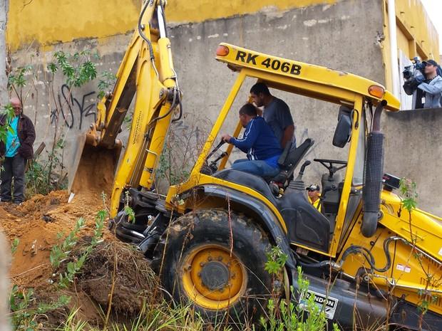 Começam escavações em busca do corpo de Eliza Samudio (Foto: Pedro Ângelo / G1)