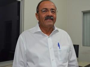 Chico Rodrigues, o candidato do PSB ao Governo de Roraima chegou às 21h05 à TV Roraima; Às 21h30 ele participará do debate com Suely Campos, do PP (Foto: Anne de Freitas/G1 RR)