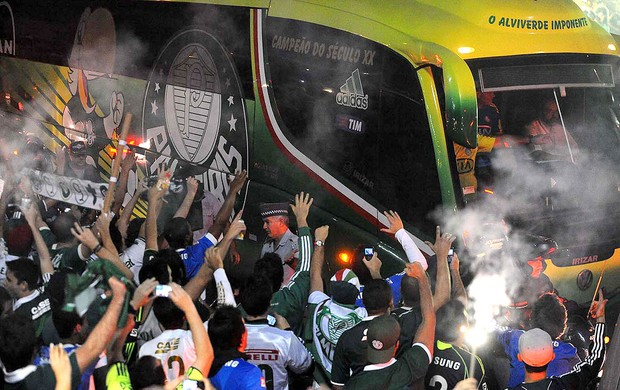 Torcida Chegada Palmeiras (Foto: Marcos Ribolli  / Globoesporte.com)