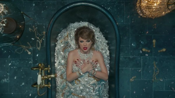Taylor Swift criticando a vida de ostentação de Kim Kardashian (Foto: Reprodução)