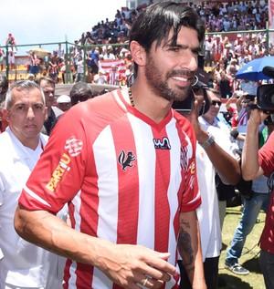 Loco Abreu é recebido com festa em Moça Bonita (Foto: André Durão)