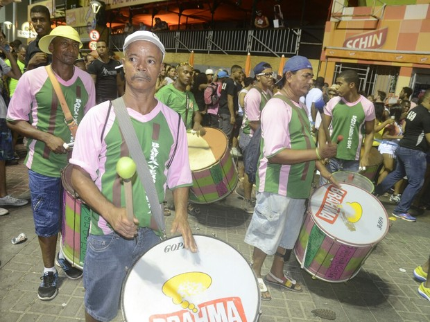 Banda Verde e Rosa desfilou no circuito Sérgio Bezerra, em Salvador (Foto: Diogo Macedo/ Ag. Haack)