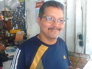 Eleitor Osmar Alves em Salvador (Foto: Lílian Marques/ G1)