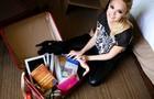 Isabelle Drummond mostra sua mala de viagem (Foto: Aline Kras/TV Globo)