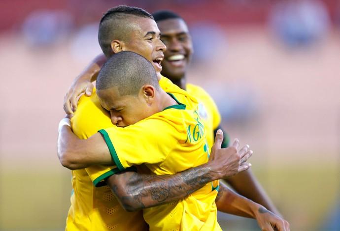 Marcos Guilherme e Kenedy comemoração Brasil Sub-20 (Foto: Agência Reutes)