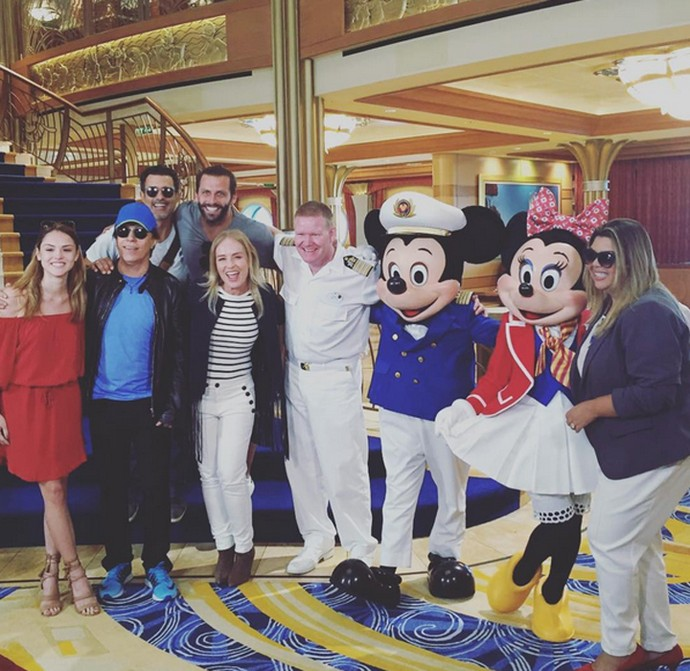 Angélica posa com famosos que vão gravar o 'Estrelas' (Foto: Arquivo Pessoal)