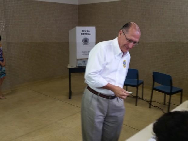 Após votar, governador comentou episódio de ataque à Editora Abril  (Foto: Tatiana Santiago/G1)