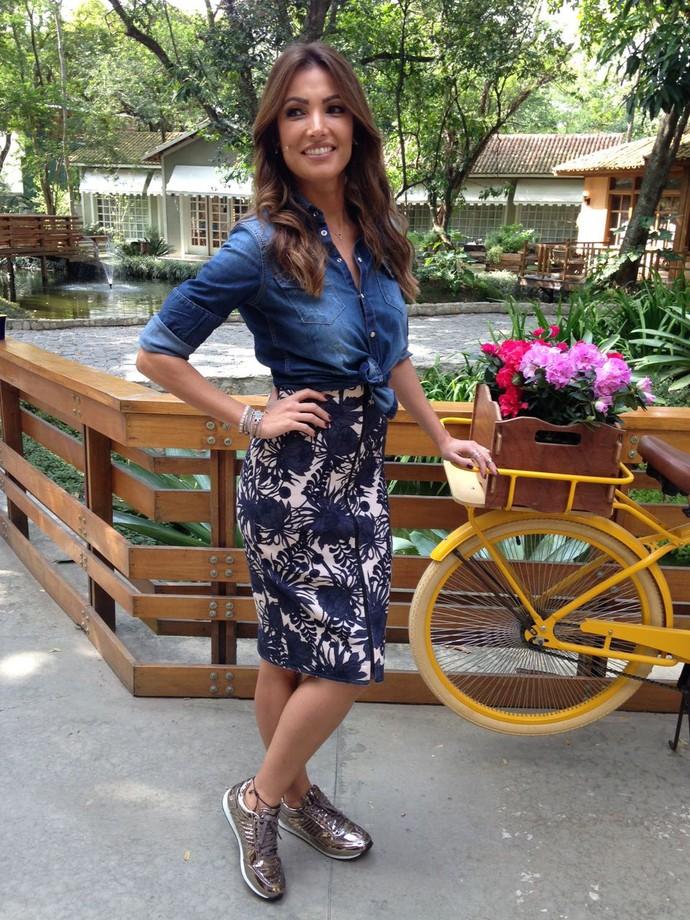 Blusa amarradinha dá toque especial ao look de Patrícia Poeta (Foto: Carolina Morgado/Gshow)