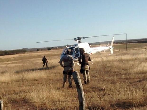 Helicóptero Potiguar-01 auxiliou a operação conjunta da Polícia Civil e Militar em Umarizal, no Oeste do RN (Foto: Divulgação/ Sesed)