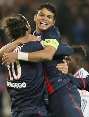 Thiago Silva e Ibrahimovic em goleada do PSG sobre o Lyon (Foto: Efe)