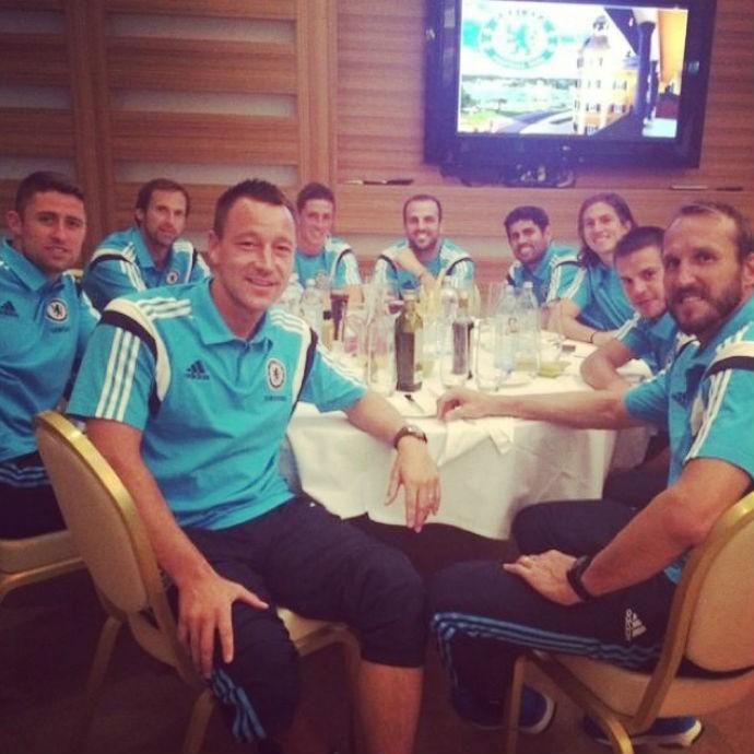 Jogadores do Chelsea jantam juntos na pré-temporada do clube (Foto: Reprodução/Instagram)