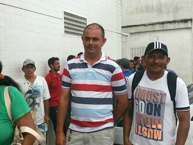 Morotista Ronaldo Souto chegou 5h20 para garantir bom lugar na fila (Foto: Suelen Gonçalves/G1 AM)