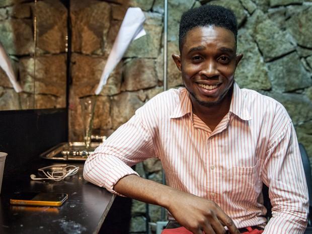 Jefferson no camarim da companhia Os Satyros, no Centro de SP  (Foto: Marcelo Brandt/G1)