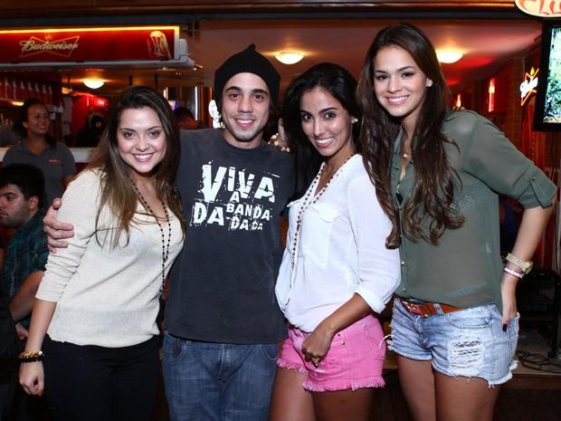 Polliana Aleixo, Guga Sabatie, Jade Seba e Bruna Marquezine (Foto: Raphael Mesquita/ Divulgação)