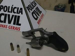Arma apreendida em Patos de Minas (Foto: Polícia Civil/Divulgação)