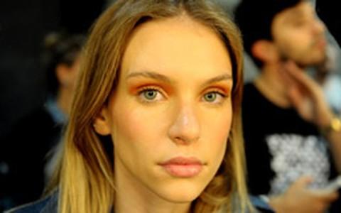 Olho esfumado também pode ser colorido: como fazer
