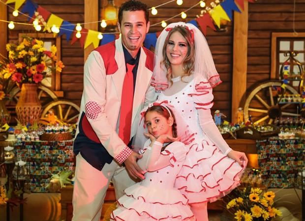 Pedro Leornardo com a mulher, Thais Gebelein, e a filha, Maria Sophia (Foto: Manuela Scarpa/Brazil News)