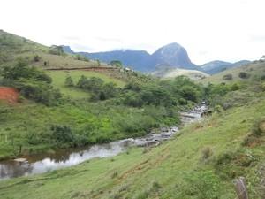 A zona rural de Madalena, RJ, possui diversos atrativos naturais como cachoeiras, formações rochosas e a sede do Parque Estadual do Desengano. (Foto: Paulo Filgueiras)